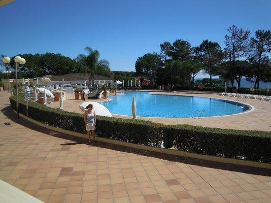 PortoBay Falesia : Pool from hotel exit