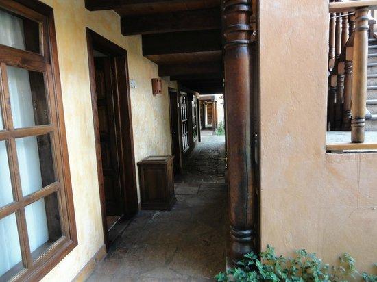 Hotel Casavieja: Corridor