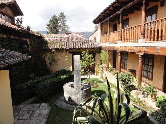 Hotel Casavieja: Courtyard