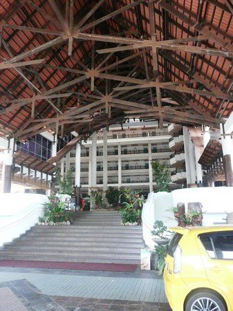 Resorts World Kijal: Entrance to the hotel