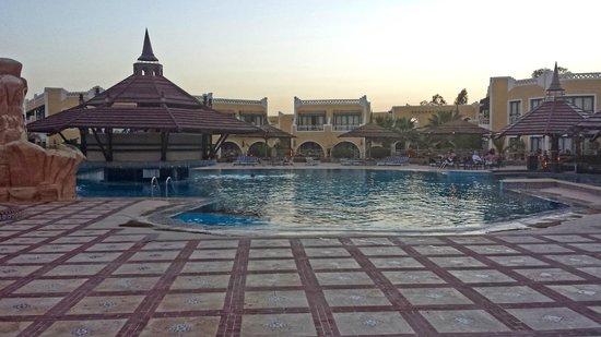 Faraana Reef Resort : Piscina relax