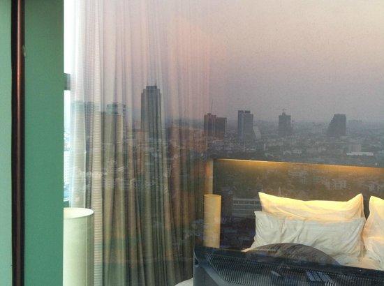 Chatrium Hotel Riverside Bangkok: Blick ins Schlafzimmer der Suite