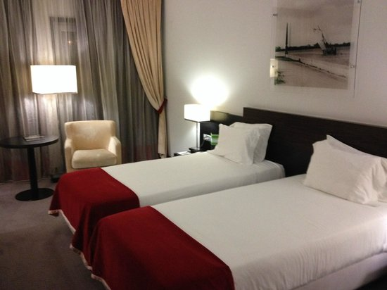 Melia Ria Hotel & Spa: The bed in the room was small