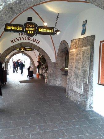 Altstadt von Innsbruck: ทางเข้าโรงแรม