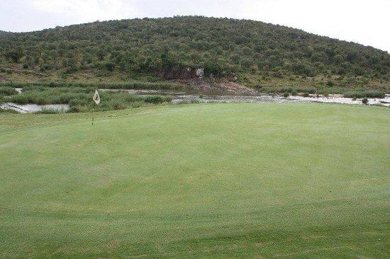 Kambaku Komatipoort Golf Club: 18th Green - Crocodile river & Kruger National Park