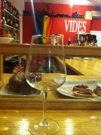 Restaurante vinoteca vides en madrid con cocina otras - Vinotecas madrid centro ...