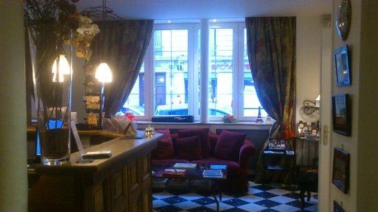 New Orient Hotel: Área de Recepción y sofás