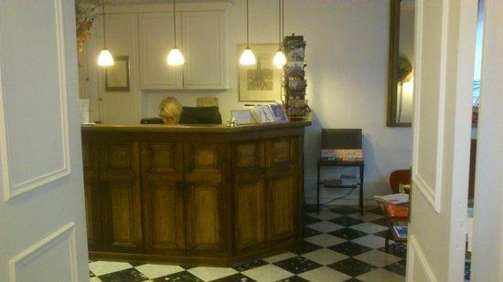 New Orient Hotel: Recepción