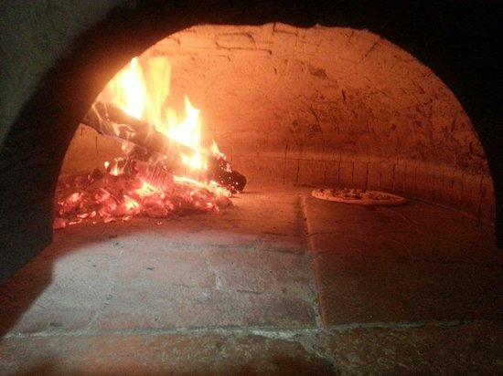 Anatolia Kebap da Hasan : Forno a legna