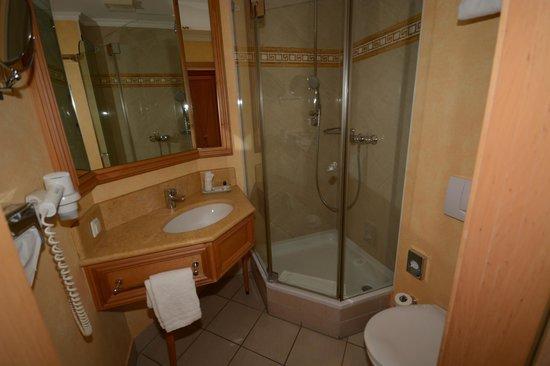 Central-Hotel  Kaiserhof: Bathroom
