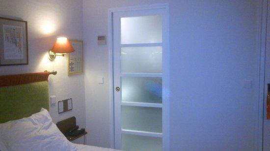 New Orient Hôtel : Acceso Baño y Aseo