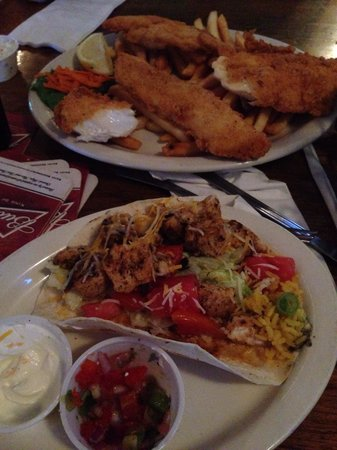 Robbi's Reef: Fish tacos (my half it came with two and beans with rice) and fish and chips. Great meal at Robb