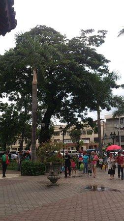 Magellan's Cross: Площадь около креста