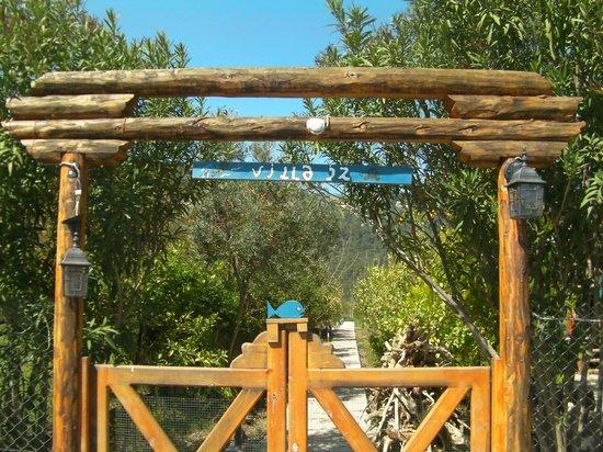Villa Iz: Entrance