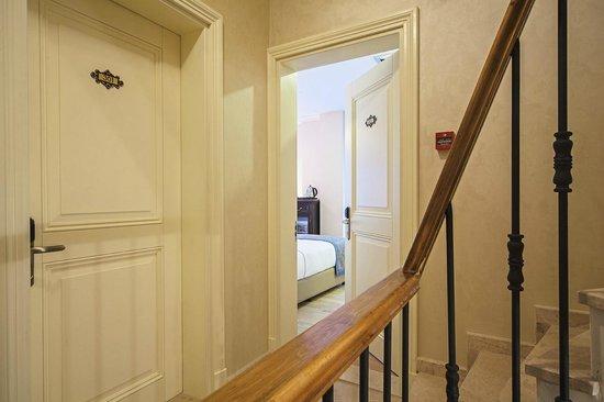 Meroddi Pera Hotel : Koridor