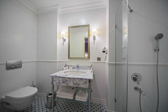 Meroddi Pera Hotel : Oda