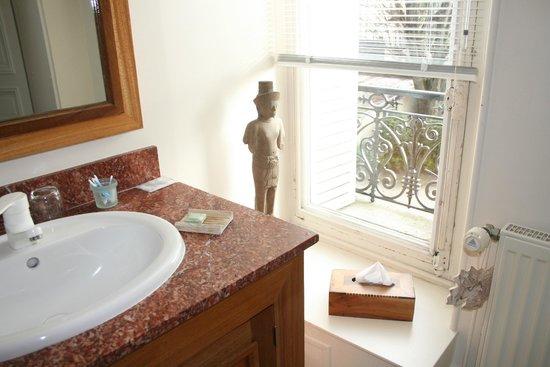 Le Clos Raymi : Nic naks in the bathroom of room 'City'.