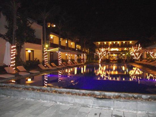 Vinh Hung Emerald Resort: the pool