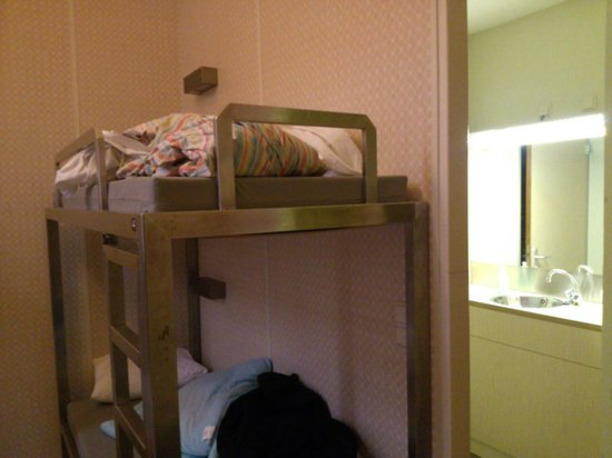 Stayokay Amsterdam Oost: Bunk beds as room was meant for couples and we were 6