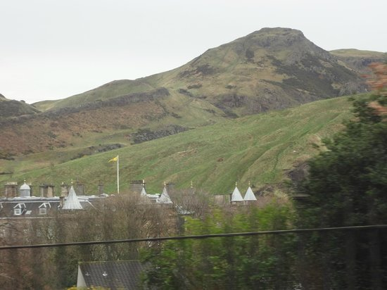 Palace of Holyroodhouse: view of top of palace and Arthur's Seat