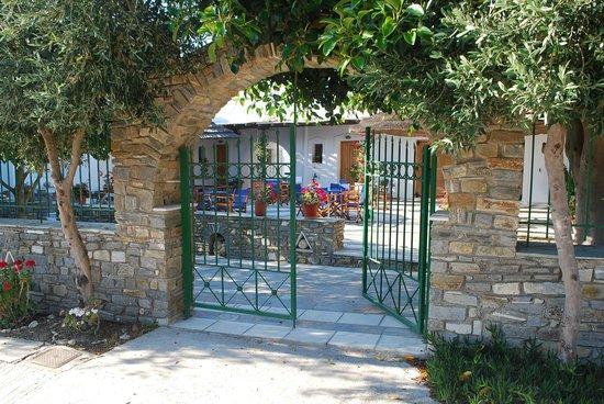 Siroco's Rooms and Studios: Main Entrance