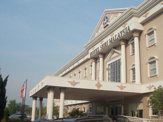 Seri Malaysia: The hotel building