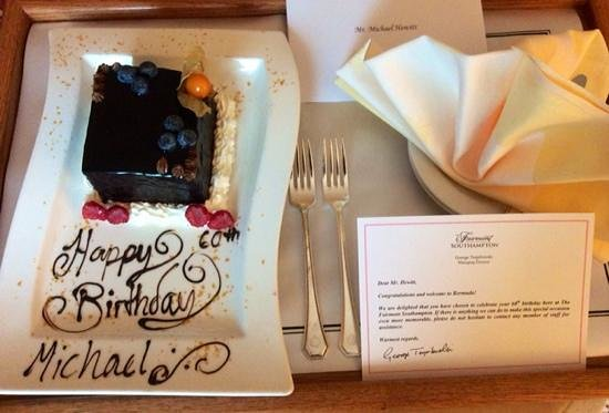 Fairmont Southampton: Birthday cake delivered to our room !
