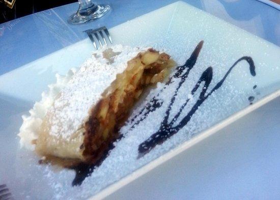 Austrian-German Restaurant: Apfel Strudel - AMAZING
