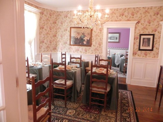 The Old Powder House Inn: Dining area