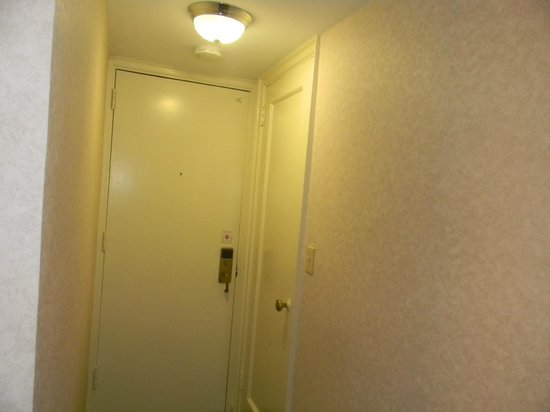 Hotel Edison Times Square : entrance to room