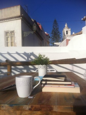 Tag Hostel : The sunny roof terrace - perfect breakfast spot