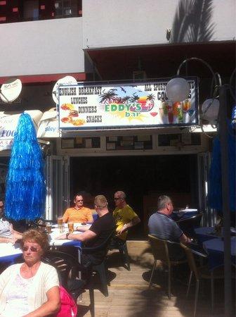Eddy's Bar: Lovely place under the Oura Praia Hotel