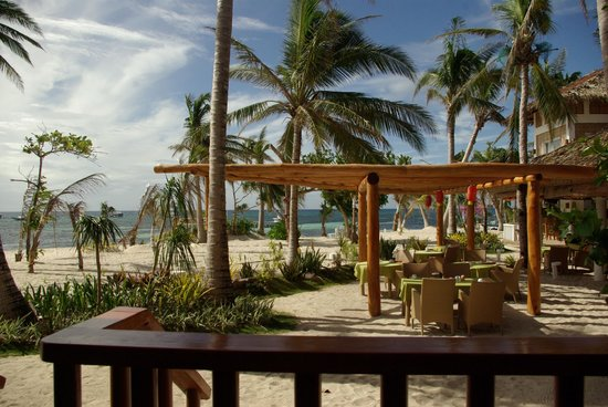 Malapascua Exotic Diving Center : Great restaurant right on the beach