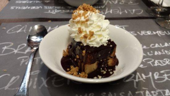 Lonja De Tapas - Jaume I: Bizcocho con nata y chocolate