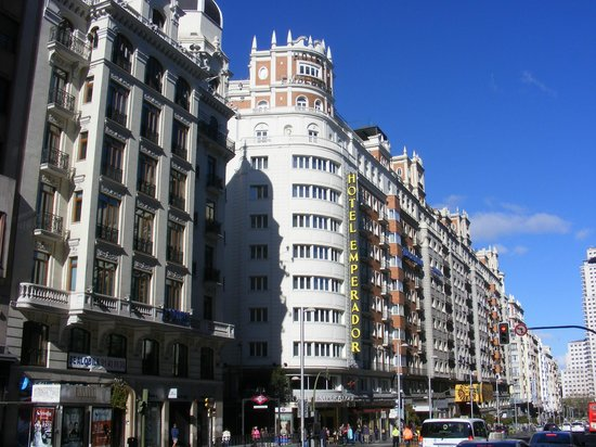 Emperador Hotel Madrid : the outside