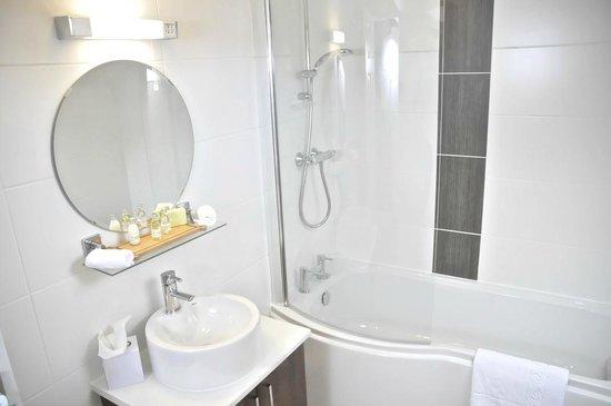 New Inn Hotel: Ensuite bathroom