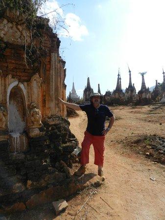 Village Indein : Stupas