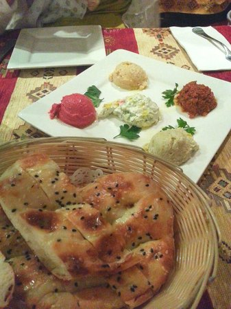 Sofra Turkish Cuisine : Five dips with bread