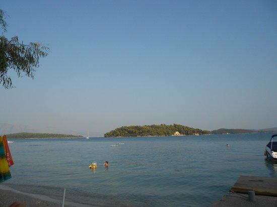 Eva Beach Hotel : Panorama dalla spiaggia