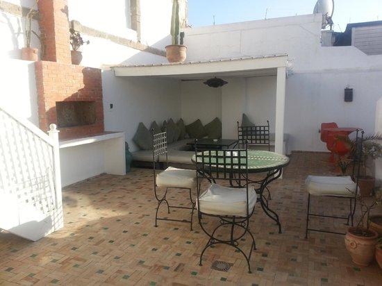 Dar Assalama: terraza zona desayuno
