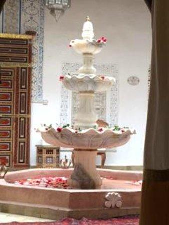 Riad Palais des Princesses : FONTANA IN INGRESSO