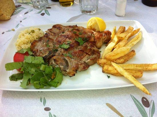 Damnoni Taverna: Veal steak..