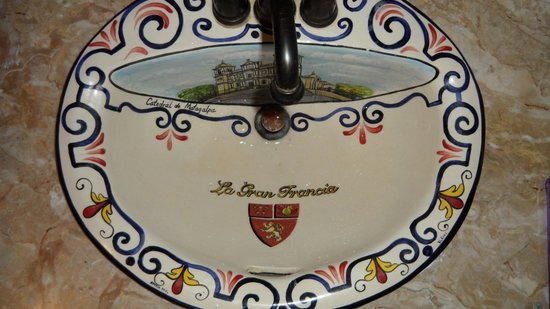 La Gran Francia Hotel y Restaurante: The Hand Painted Sink