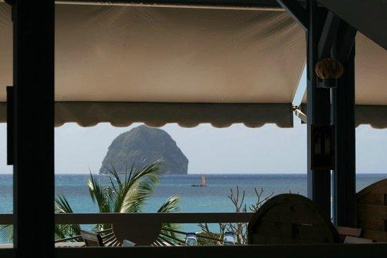 Diamant Beach: Le Rocher du Diamant vu du restaurant