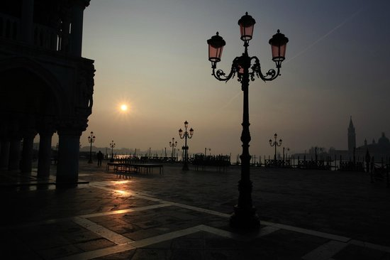 Piazza San Marco (Place St Marc) : Sunrise at Mark's Square - tunliweb.no
