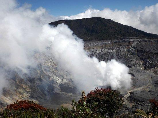 Poas Volcano : Fumée dense