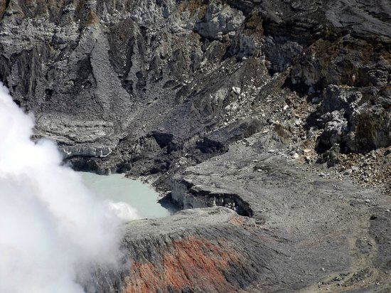 Poas Volcano: Volcan et cratères