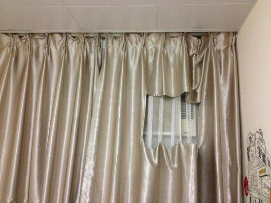 Alohas Hostel: Curtain
