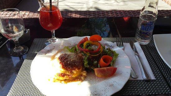Rosso Vivo Dine & Lounge : Delicious Lasagne