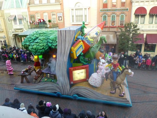 Walt's - an American Restaurant : Toy Story & Winnie the Pooh float from our window in Walt's.